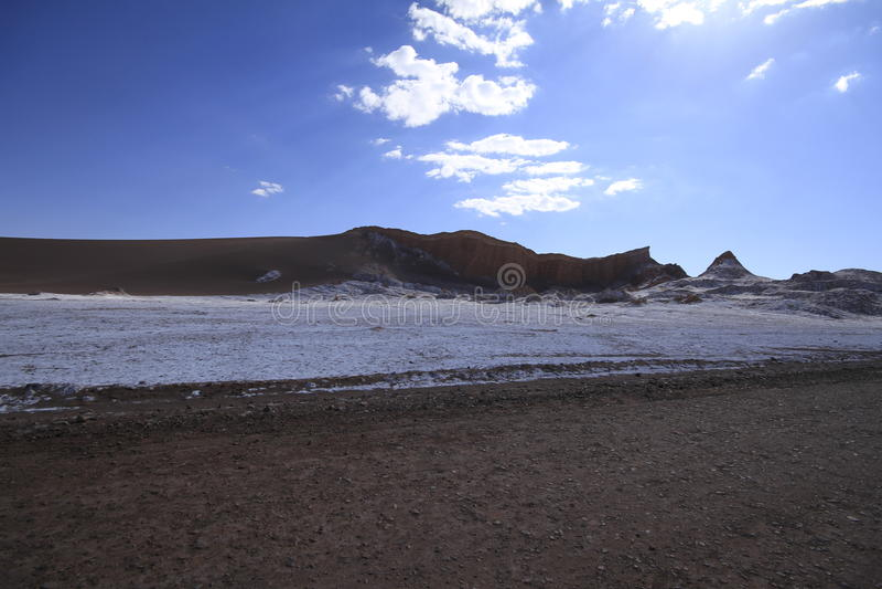 Download Valle Del Luna - Dolina Księżyc W Atacama, Chile Zdjęcie Stock - Obraz złożonej z spieczony, wzgórze: 57672744