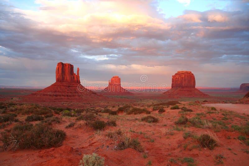 Valle del monumento al tramonto fotografia stock libera da diritti