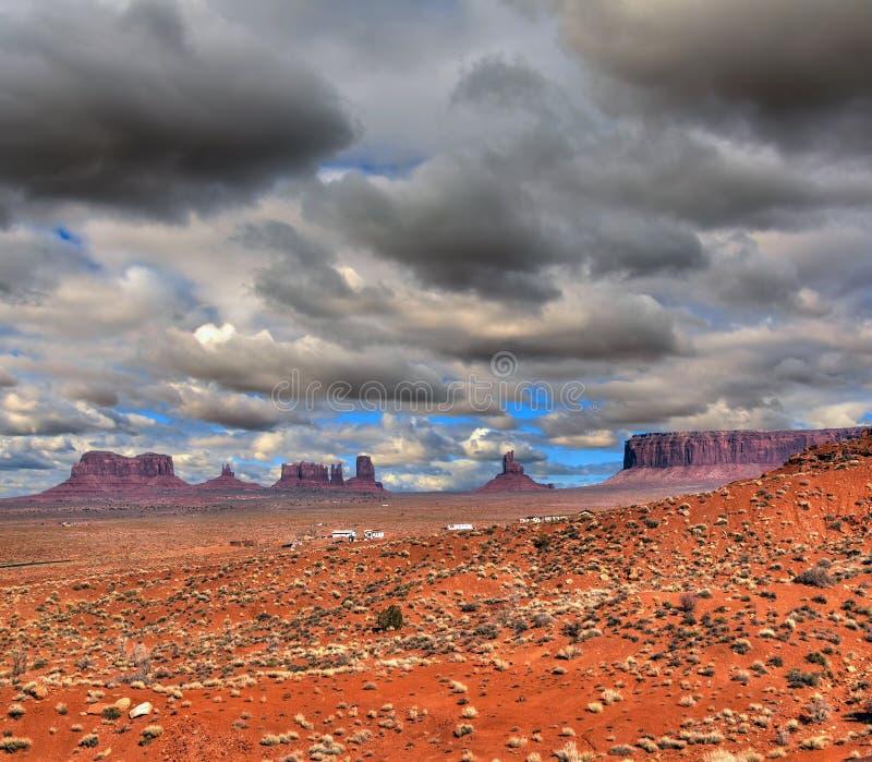 Download Valle Del Monumento Dei Cieli Nuvolosi Fotografia Stock - Immagine di scenico, nube: 55353188