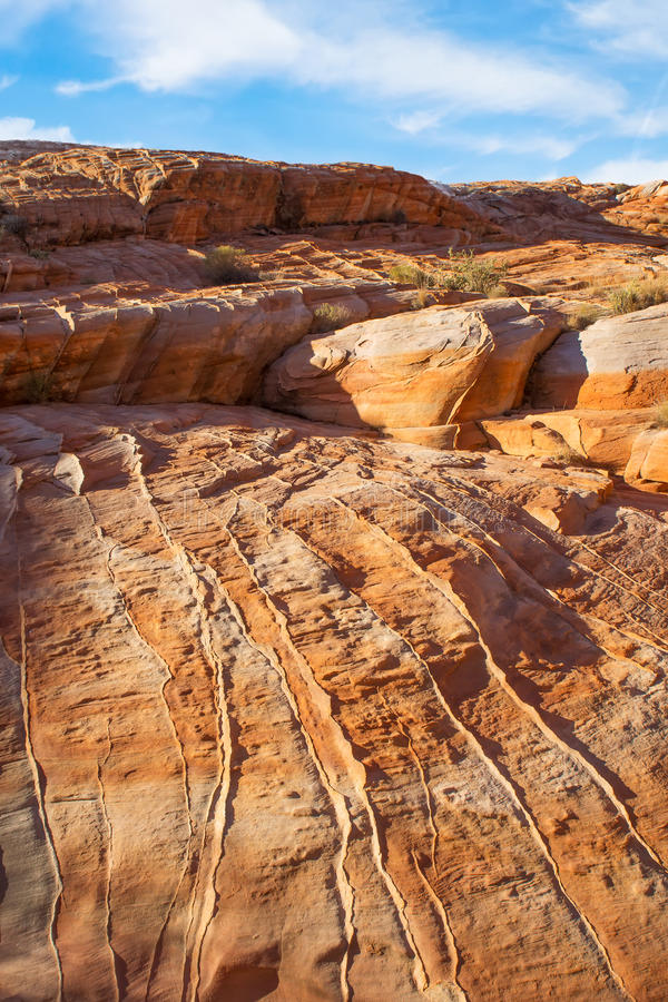 Valle del parco di stato del fuoco (Nevada) Arancia con arenaria bianca fotografia stock