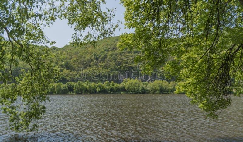 Valle del río Labe cerca del pueblo de Sebuzin fotos de archivo libres de regalías