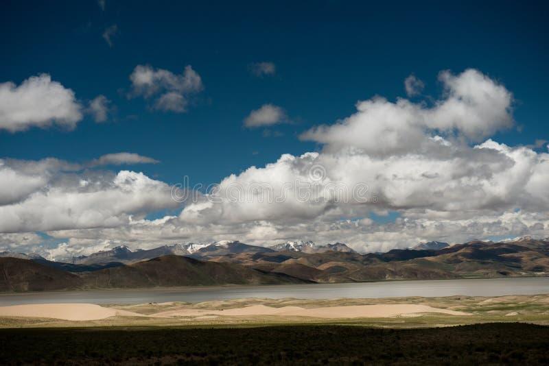 Valle dell'Himalaya Tibet del Brahmaputra fotografie stock