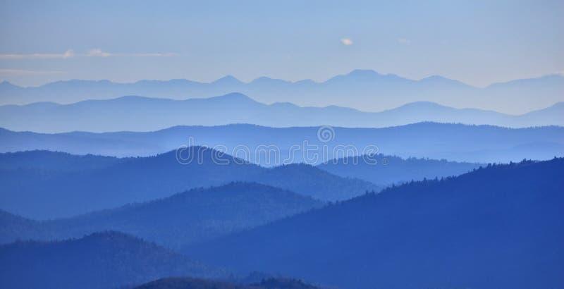 Valle delle montagne immagini stock