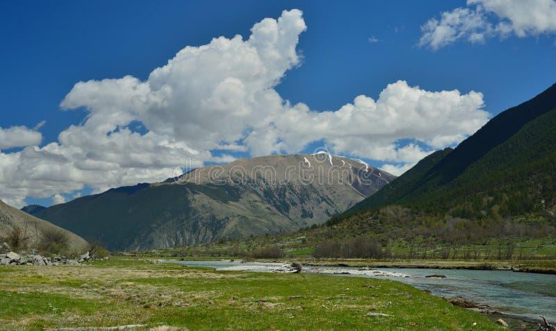 Valle delle montagne fotografia stock