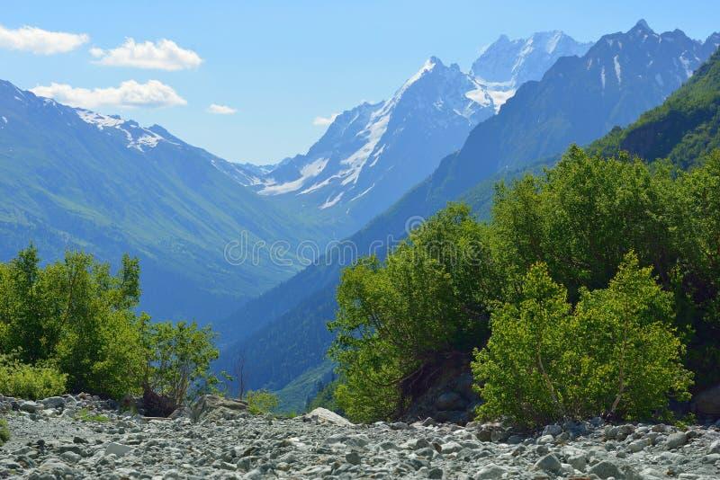 Valle delle montagne fotografie stock