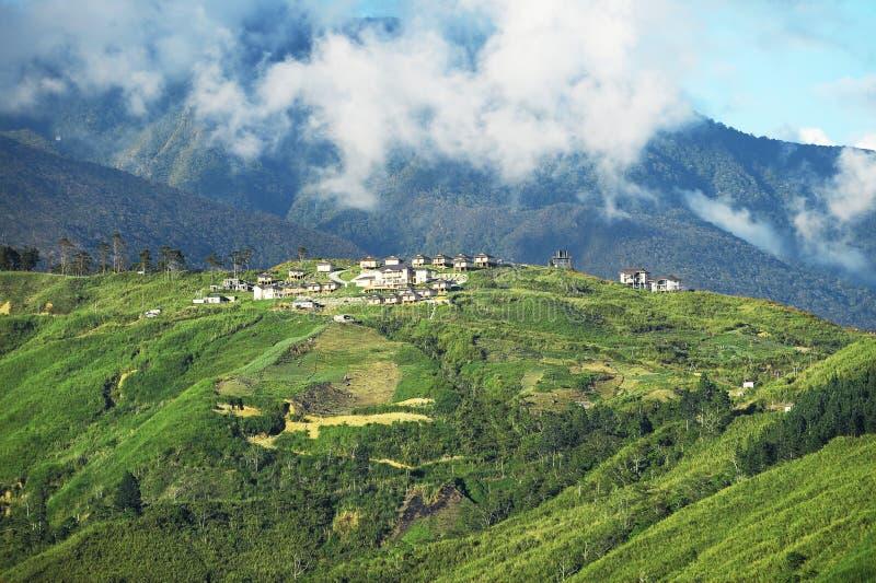 Valle di agricoltura vicino alla montagna di Kinabalu immagini stock libere da diritti