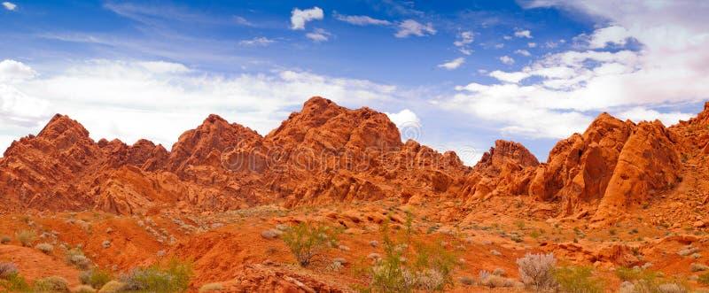 Download Valle di fuoco immagine stock. Immagine di valle, nubi - 30826099