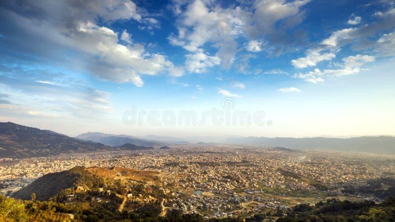 Valle di Pokhara nel giorno soleggiato Nepal immagine stock