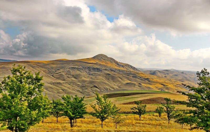 Valle en la región de Shamakhi de Azerbaijan imagenes de archivo