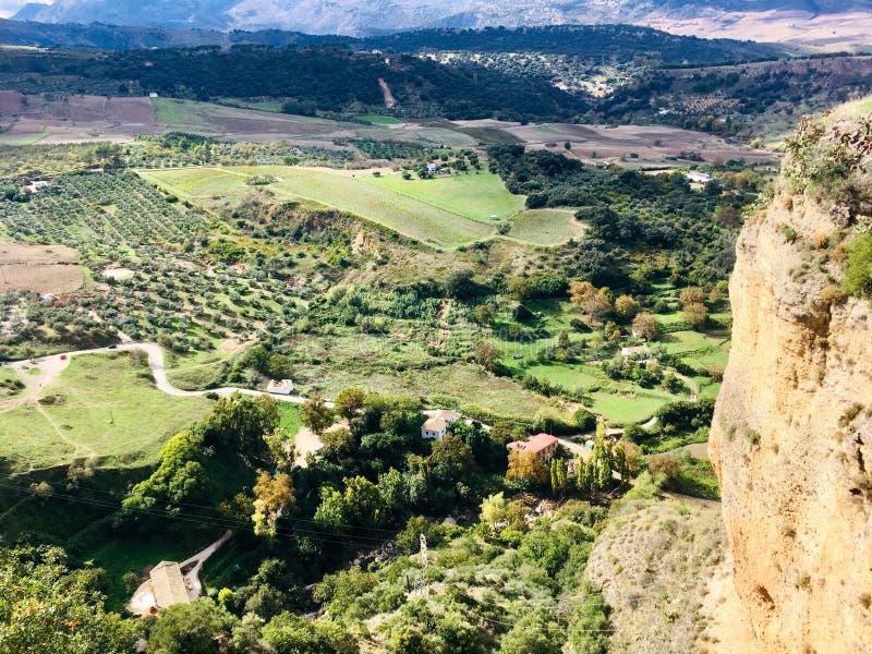 Valle fra le montagne spagnole fotografia stock