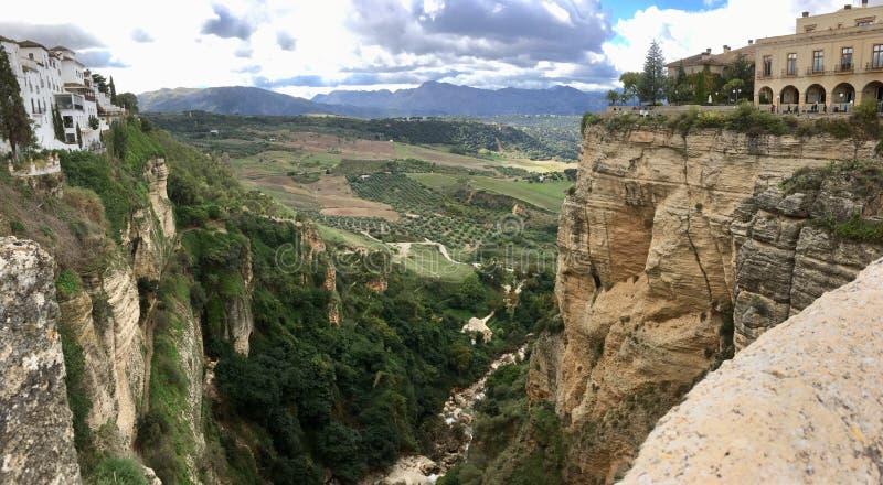 Valle fra le rocce fotografia stock