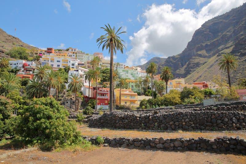 VALLE GRAN REY, LA GOMERA, SPANJE: Het dorp van La Calera met kleurrijke huizen stock afbeeldingen