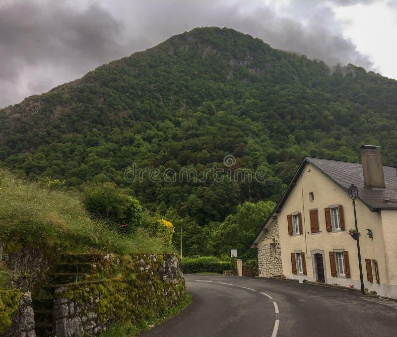 Valle hermoso de la montaña en España foto de archivo