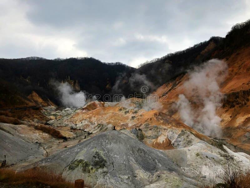 Valle hermoso del infierno de Hokkaido en Japón foto de archivo
