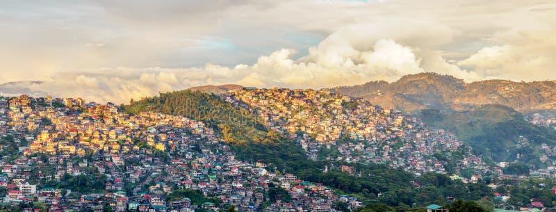 Valle iluminado por el sol de la ciudad de Baguio imágenes de archivo libres de regalías