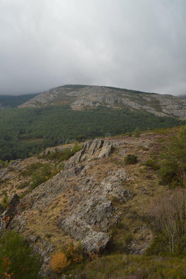 Valle maravilloso llenado de lluvia que amenaza de la casta?a en Valverde De Los Arroyos 18 de octubre de 2013 Valverde De Los Ar fotografía de archivo libre de regalías