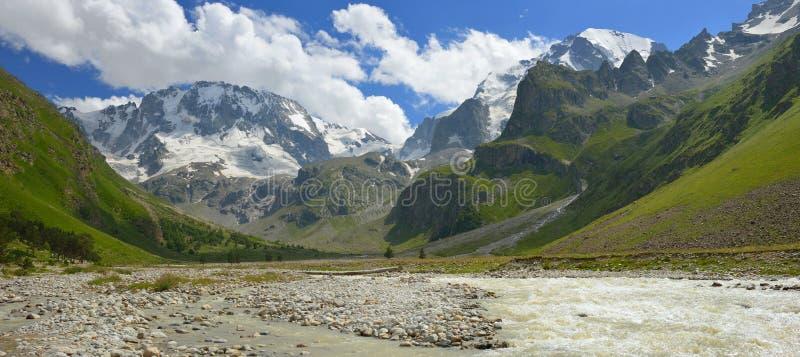 Valle in montagne immagini stock libere da diritti