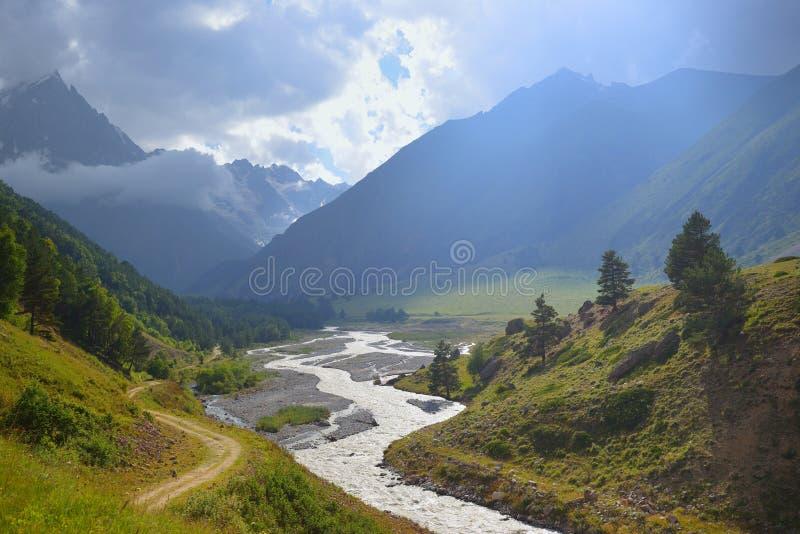 Valle in montagne fotografia stock libera da diritti
