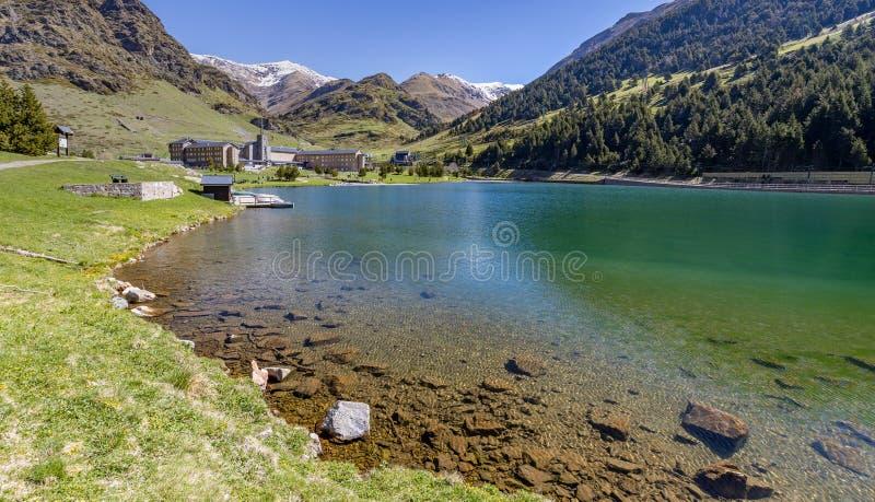 Valle muy bonito nombre Vall de Nuria de España, los Pirineos de la montaña fotografía de archivo libre de regalías