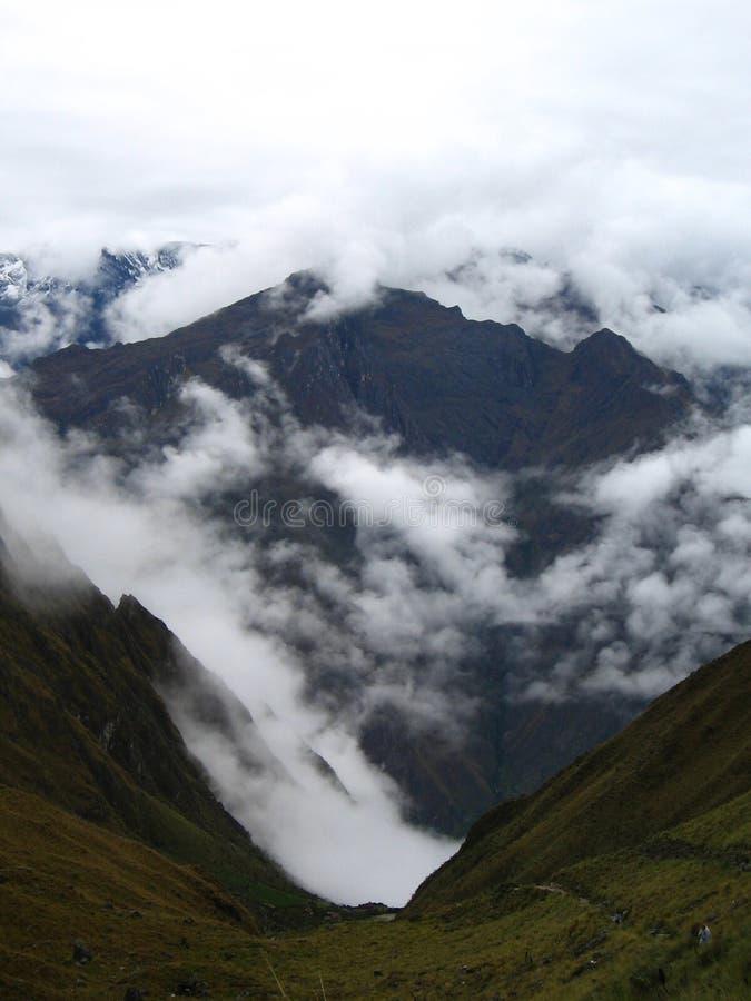 Valle nublado imagen de archivo