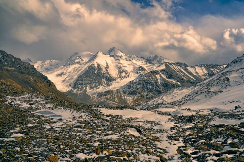 Valle rocoso en Tayikistán foto de archivo libre de regalías