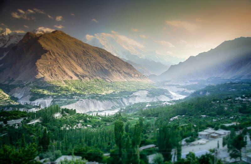 Valle verde en Karakorum fotografía de archivo libre de regalías