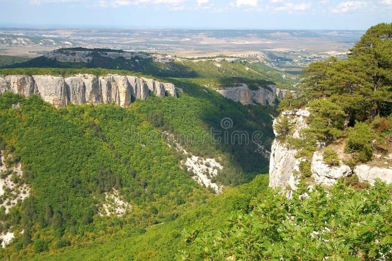 Valle y rocas imagen de archivo libre de regalías