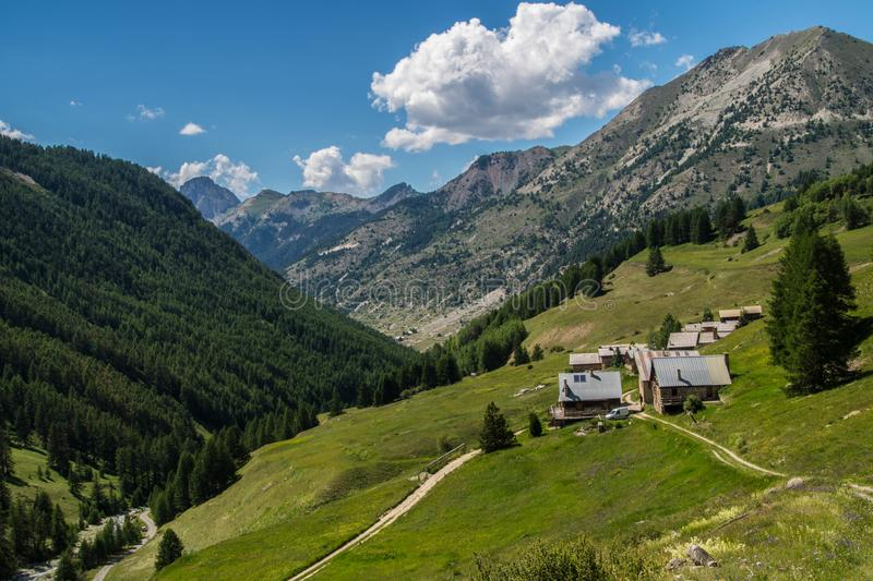 Vallee del ceillac cristillan en qeyras en Francia foto de archivo libre de regalías