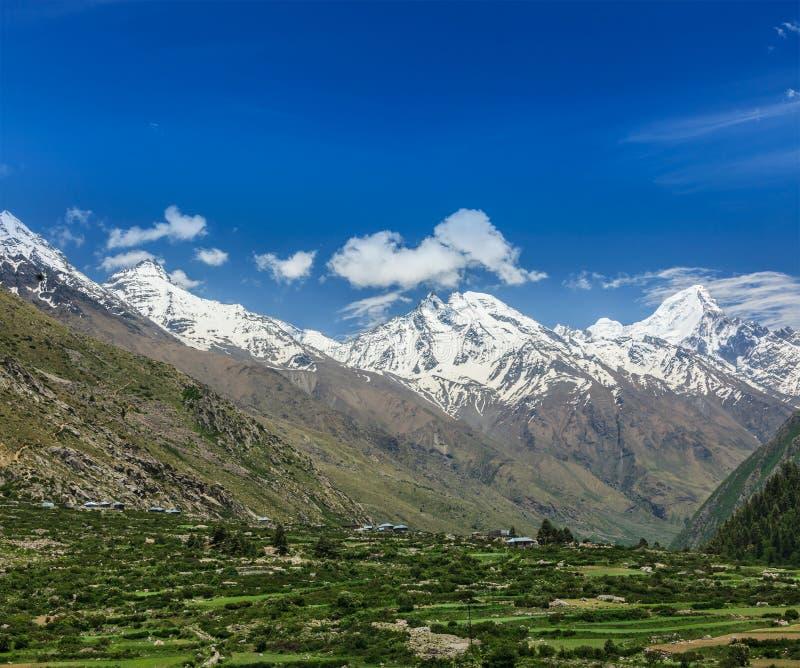 Vallei in Himalayagebergte royalty-vrije stock afbeelding