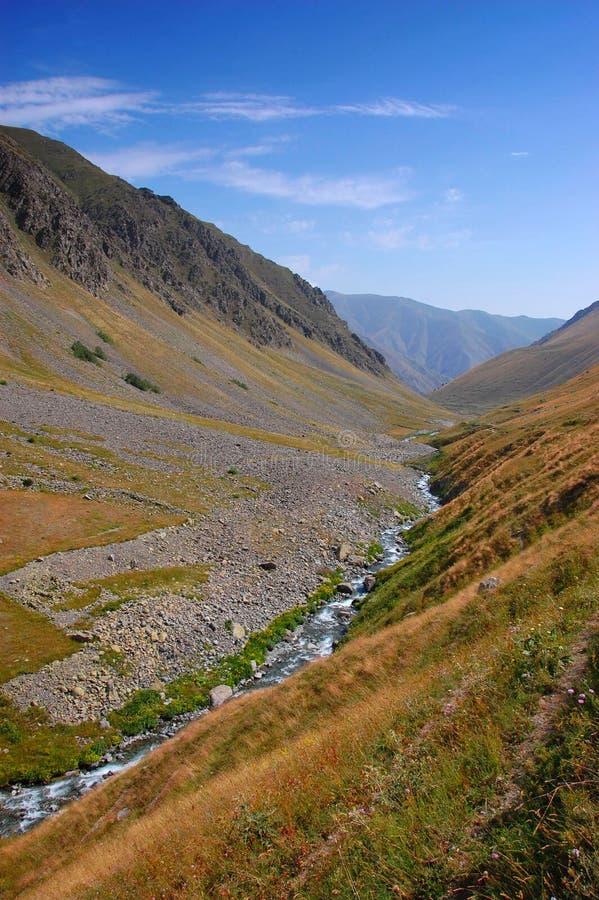 Vallei met rivier royalty-vrije stock fotografie