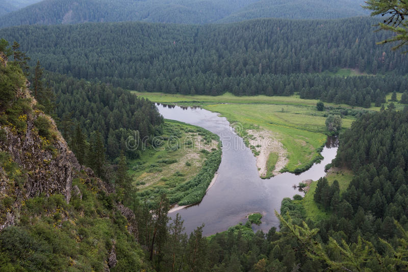 Vallei van rivier Belaya in Oeralgebergte stock afbeelding