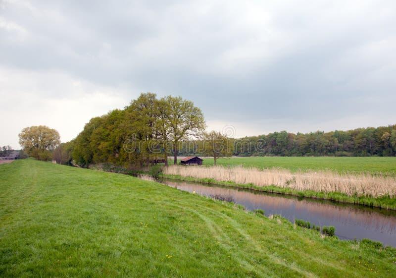 Valleikanaal vicino a Veenendaal nei Paesi Bassi fotografia stock libera da diritti