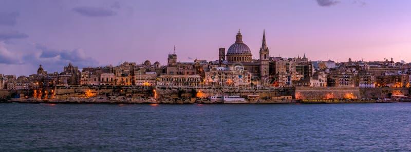 Valletta bis zum Nacht, Malta lizenzfreie stockbilder