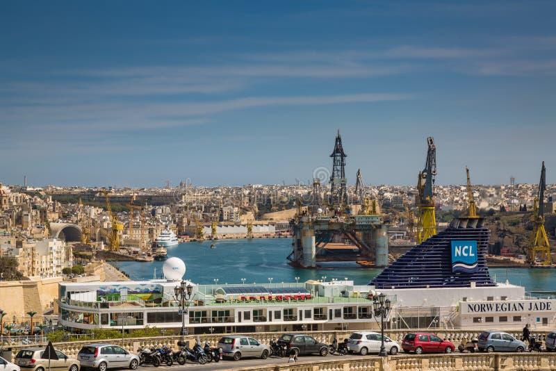 Valletta, Malta - 5 de maio de 2016: Vista do porto grande fotografia de stock