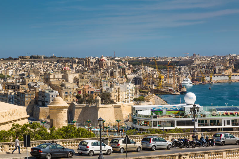 Valletta, Malta - 5 de maio de 2016: Vista do porto grande fotografia de stock royalty free