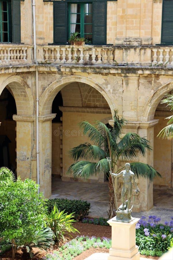 Valletta, Malta, im Juli 2014 Neptun Statue im Hof des Palastes des Großmeisters vom Malteserorden stockfoto