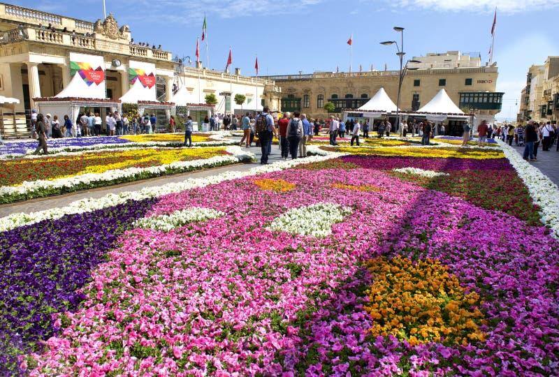 Valletta, Malta, 5 kan, 2018: bloementapijt in het vierkant van Heilige George in Valletta op zonnige dag bij Groen festival Kleu royalty-vrije stock fotografie