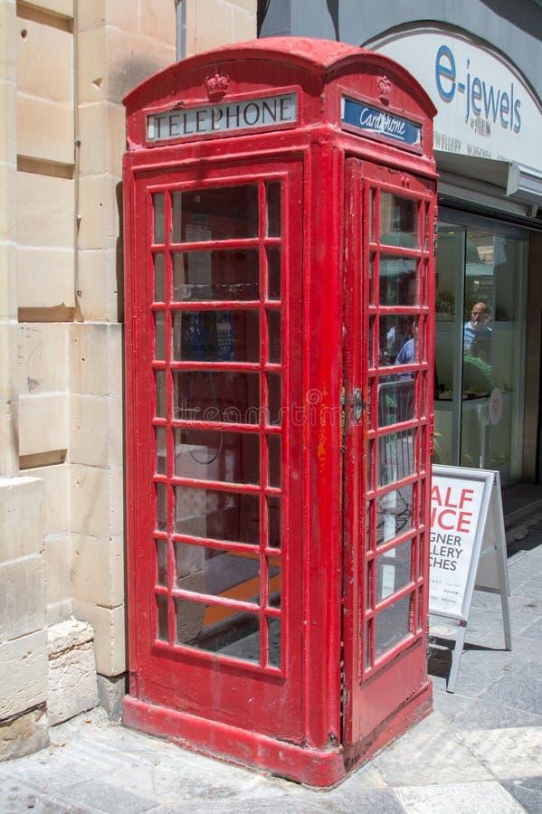 Valletta, Malta - Mei 9, 2017: Rode telefooncel zoals Britse telefooncel in Valletta-stad royalty-vrije stock foto's