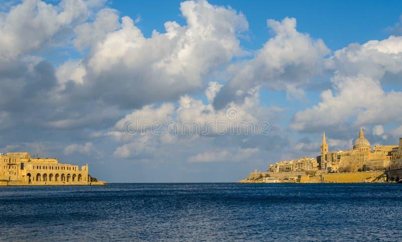 Valletta nabrzeże, linia brzegowa zdjęcie royalty free