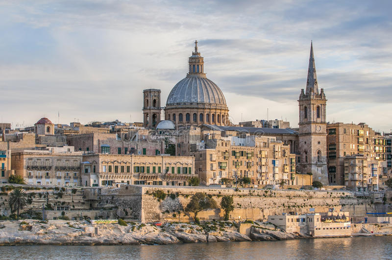 Valletta seafronthorisont beskådar, Malta royaltyfria bilder