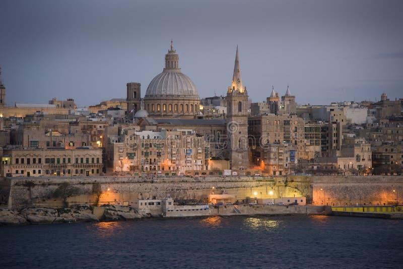 Valletta an der Dämmerung. lizenzfreies stockbild