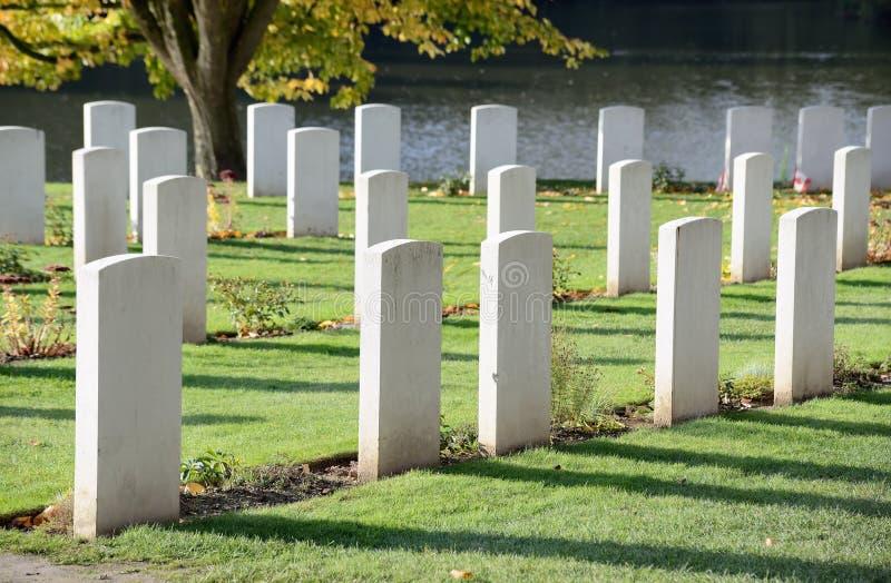 Vallkyrkogård av kommissionen för brittiska samväldetkriggravar i Ypres, Belgien royaltyfri bild