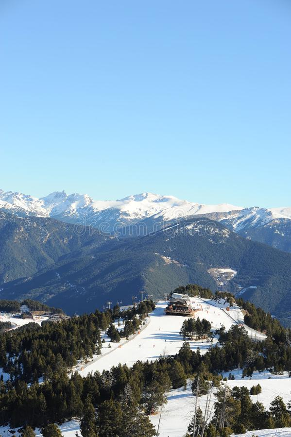 Vallnord, góry zakrywać z śniegiem ksiąstewko Andorra, Europa obrazy stock