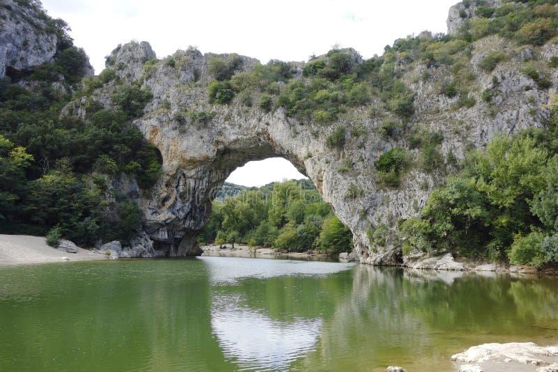 Vallon Pont d弧,在Ardeche的自然曲拱 图库摄影