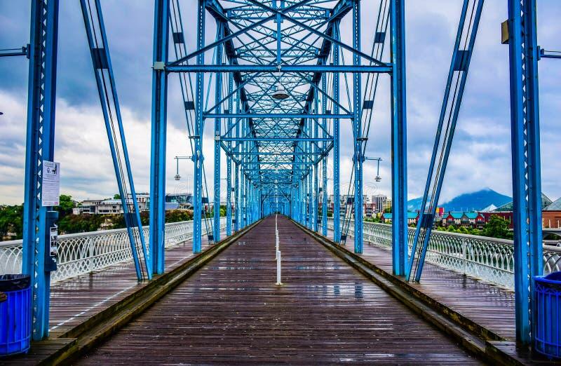Valnötgatabro i i stadens centrum Chattanooga Tennessee TN royaltyfri bild