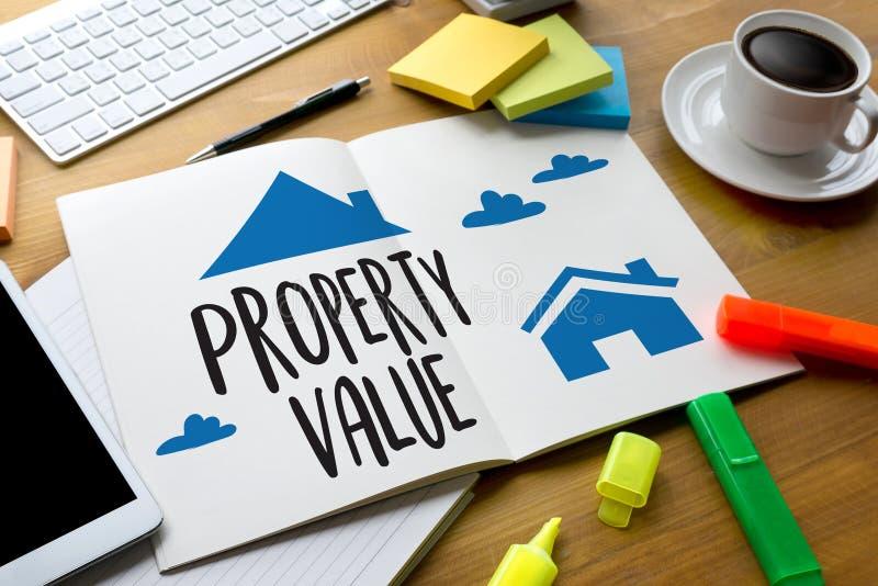 Valor de una propiedad, hombre de negocios Property Value, propiedades inmobiliarias apropiadas ilustración del vector