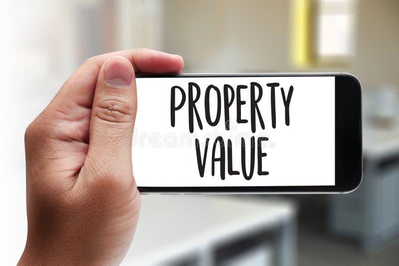 Valor de una propiedad, hombre de negocios Property Value, propiedades inmobiliarias apropiadas imágenes de archivo libres de regalías