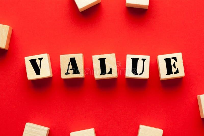 Valor no cubo de madeira imagem de stock royalty free