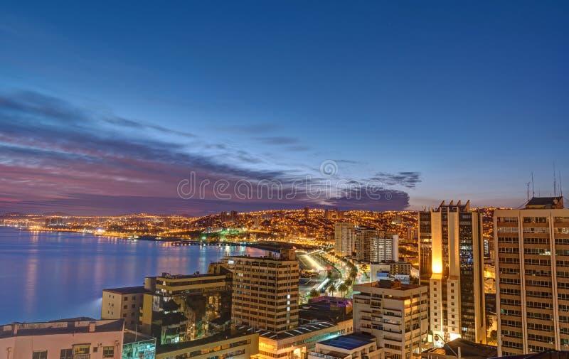 Valparaiso in Chile vor Sonnenaufgang lizenzfreie stockfotos