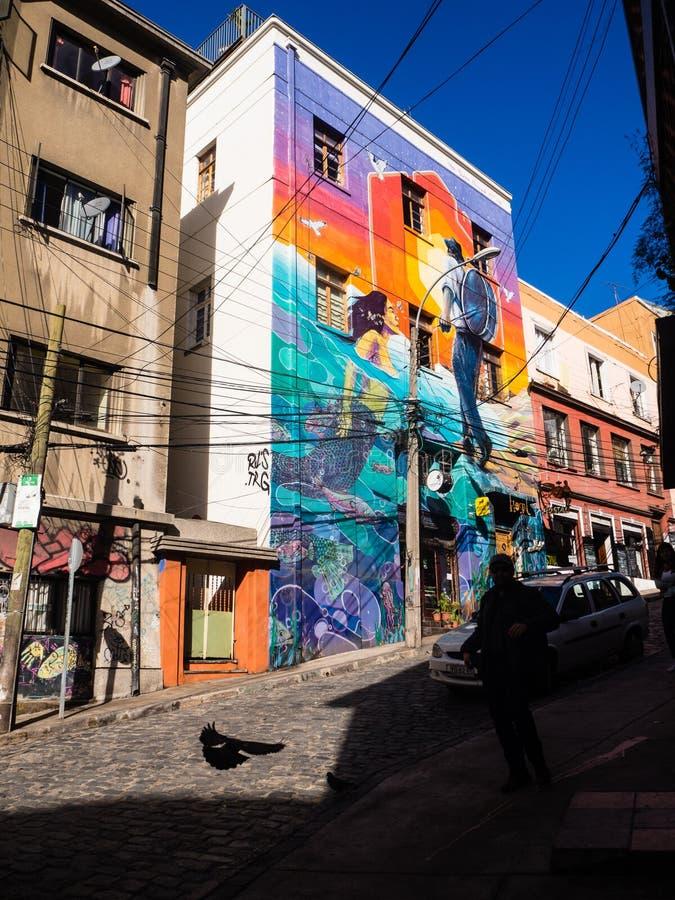 VALPARAISO, CHILI - juni 2, 2017: Kleurrijke graffiti op een huis stock foto